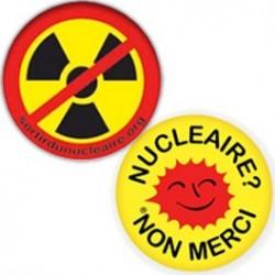 """Lot de 2 badges : """"Nucléaire? Non merci"""" et symbole radioactivité barré"""