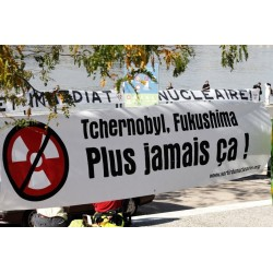 "Banderole ""Tchernobyl, Fukushima, plus jamais ça"" Tissu intissé"
