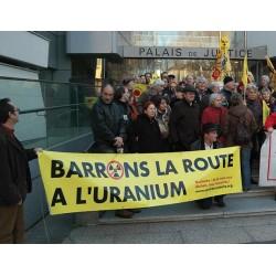 """Banderole """"Barrons la route à l'uranium"""""""