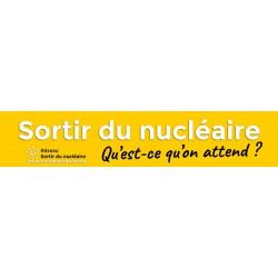 """Banderole """"Sortir du nucléaire  Qu'est-ce qu'on attend ?"""""""